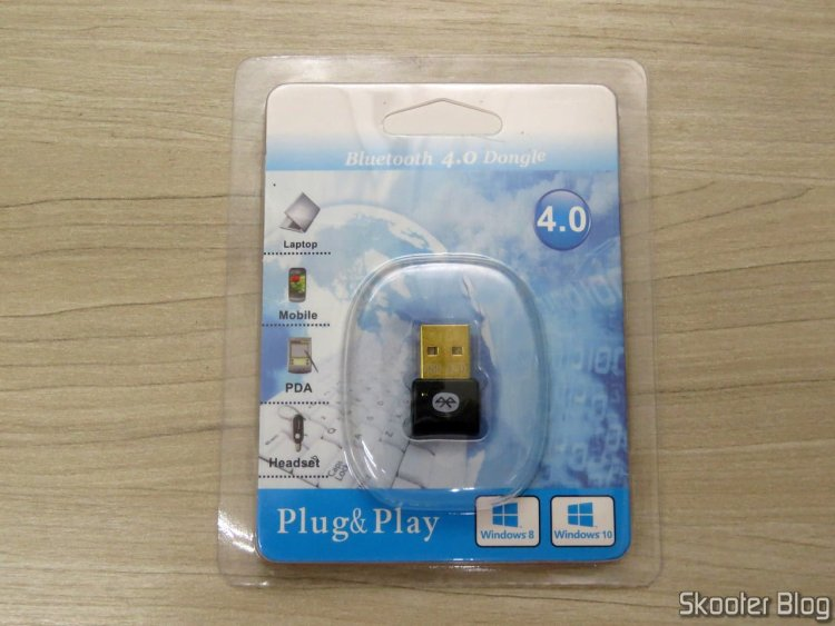 Mini Adaptador Bluetooth CSR 4.0 Dongle, on its packaging.