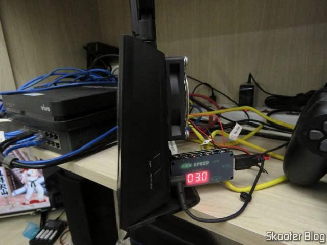 Controlador USB de Velocidade de Ventiladores (Fans) e Dimmer de LEDs ZK-BUFS 10W, em funcionamento.