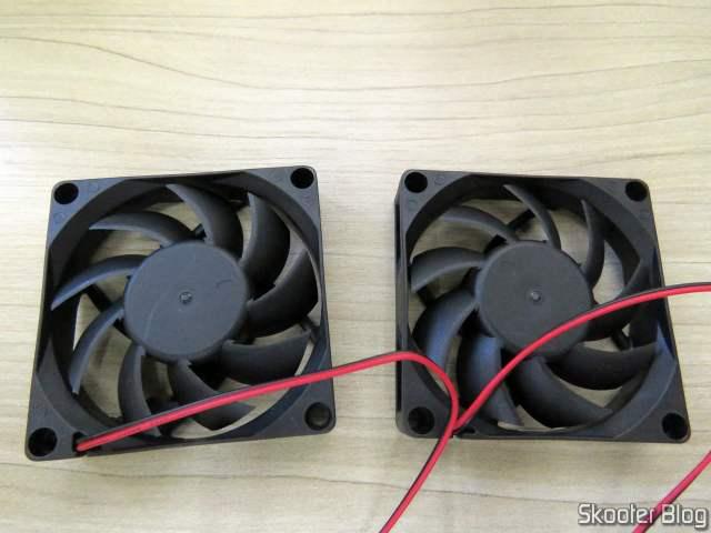 2 Ventiladores (Fans) 70x70x15mm com Rolamentos de Esferas e pacote com o Cabo Extensor USB 3.0 Vention 50cm.os 2 Ventiladores (Fans) 70x70x15mm com Rolamentos de Esferas.