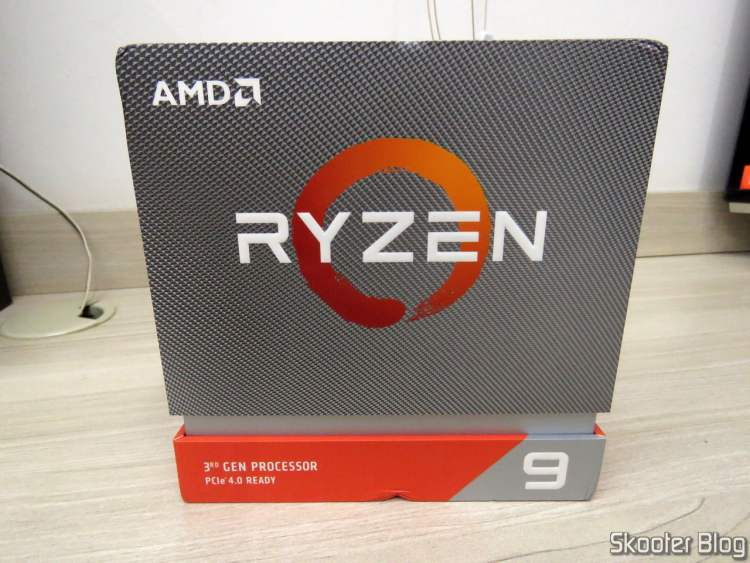 AMD Ryzen processor 9 3900X 12 nuclei, 24 threads, on its packaging.