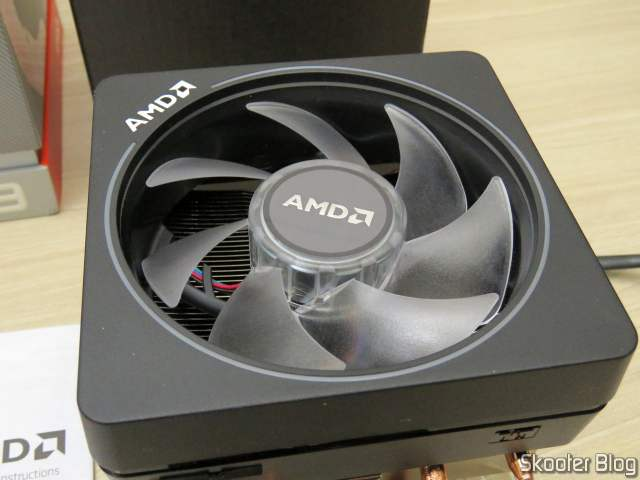 RGB Cooler that comes with the AMD Ryzen Processor 9 3900X 12 nuclei, 24 threads.