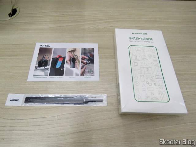 Película de Vidro Temperado para Xiaomi Mi 9 Ugreen, em sua embalagem, e organizador de cabos (brinde da Ugreen).