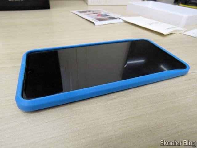 Meu Xiaomi Mi 9, com a bandeja de instalação da película da Ugreen.
