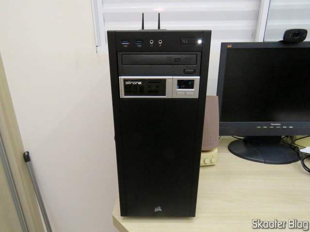 Gabinete Corsair Mid-Tower Carbide Series 100R CC-9011075-WW, After mounting, closed and running.