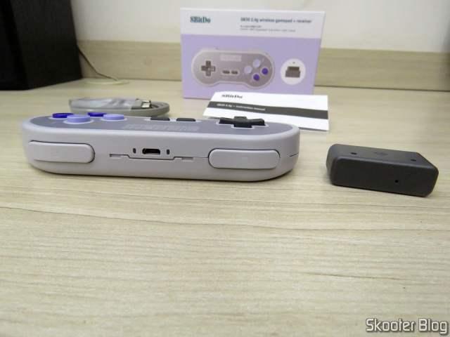 2º Controlador 8BitDo SN30 Sem Fio 2.4G para Super Nintendo (SNES) Original, com embalagem e acessórios.
