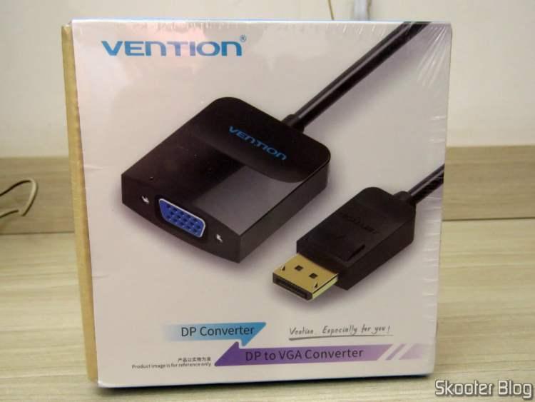 Adaptador de DisplayPort (DP) para VGA Vention, em sua embalagem.