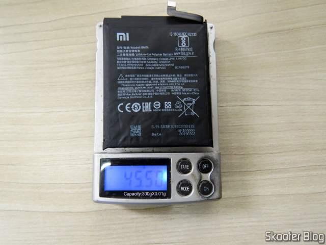 Weighing the Xiaomi Mi Original Battery 9.