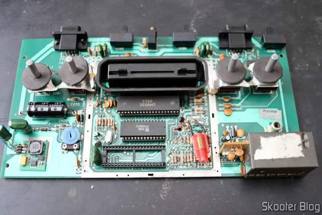 PCB do Atari 2600 da Polybox com Placa Americana Rev. 17 e slot do TIA danificado.