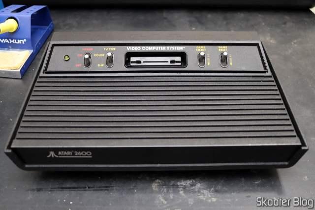 Atari 2600, com a montagem concluída.