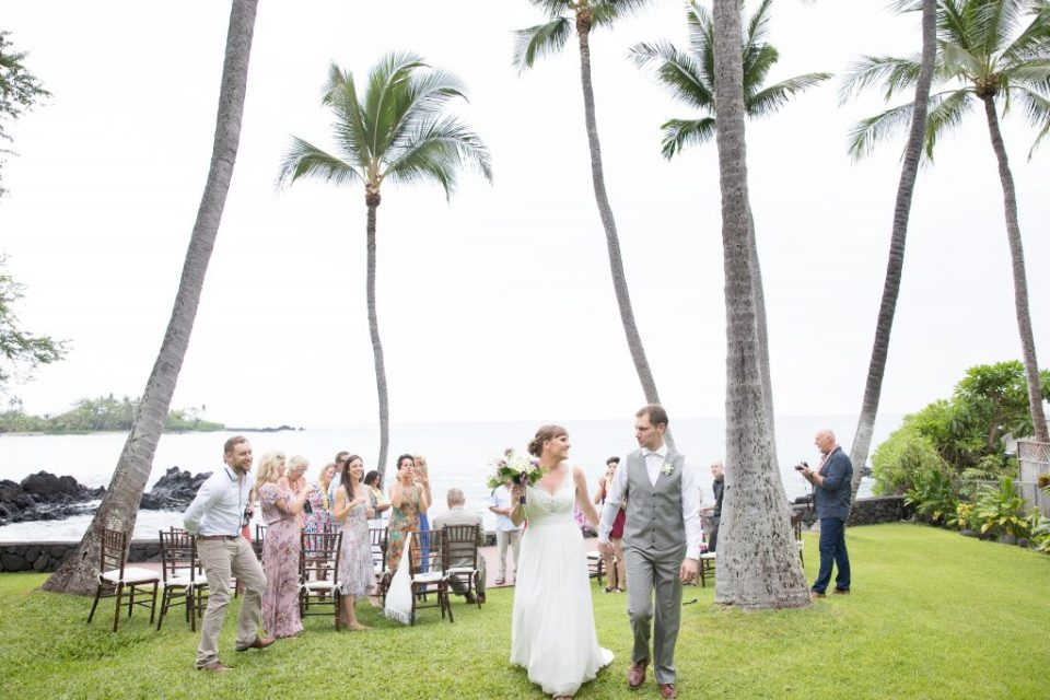 couple get married in Hawaii with palm trees