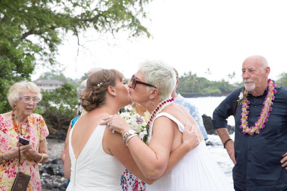 guest say hello after Kealakekua Bay Wedding