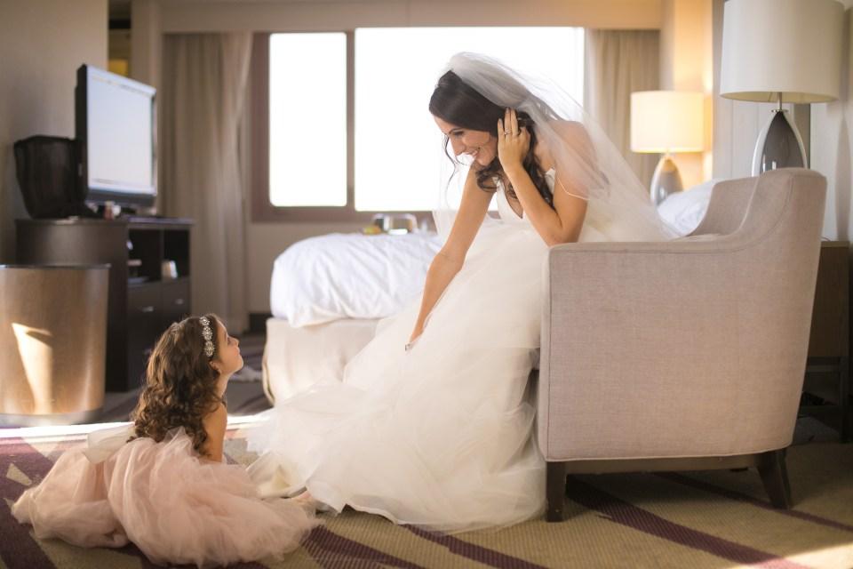 bride gettin ready in Hawaii hotel