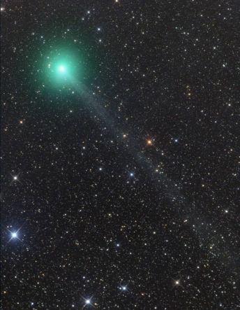 Komet 2014Q2 (Lovejoy ) yang dipotret oleh Gerald Rhemann dari Austria pada tanggal 27 November menggunakan teleskop robotik yang beroperasi di Namibia. (Sumber: http://www.skyandtelescope.com/astronomy-news/observing-news/binocular-comet-lovejoy-heading-c2014-q2-lovejoy-1211142/)