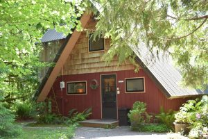 Washington cabin rental in the Cascade Mountains on Skykomish River