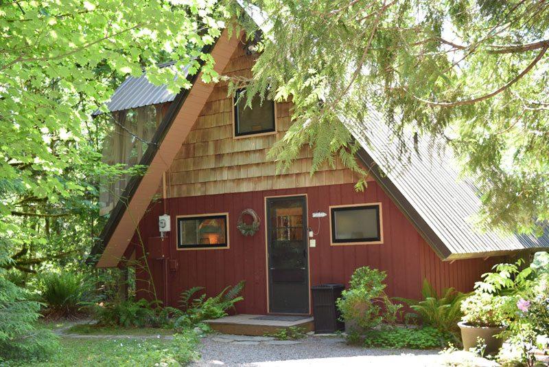 Washington cabin rental in the Cascade Mountains on Skykomish River