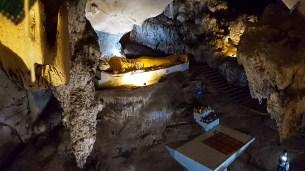 Muang On Cave Reclining Buddha