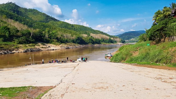 Road to Mekong in Pakbeng