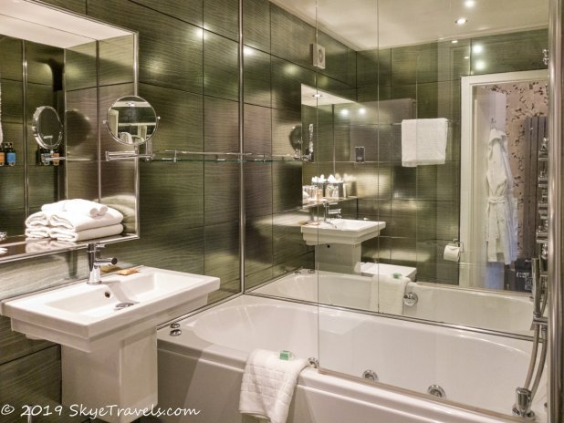Nira Caledonia Bathroom