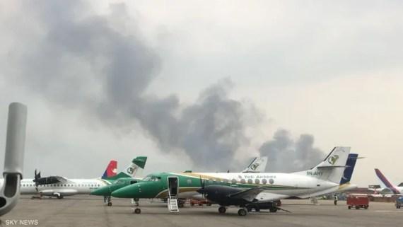 الدخان يتصاعد من موقع الحادث