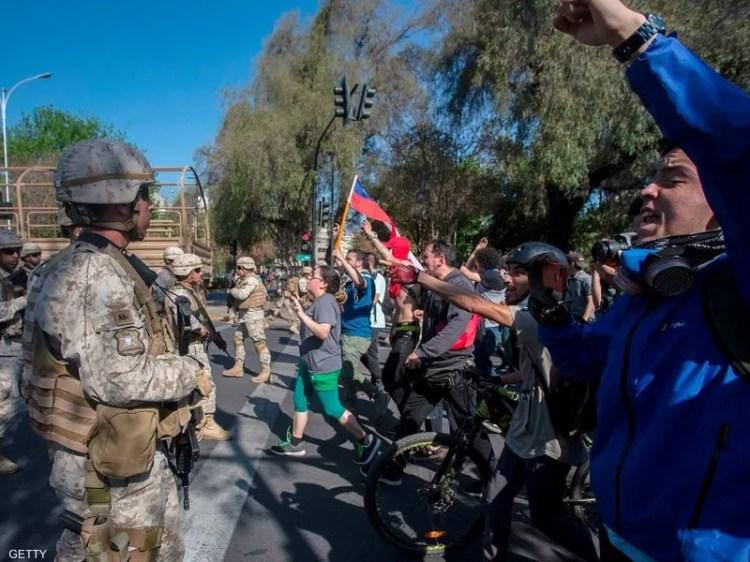 بدأت التظاهرات الجمعة احتجاجا على زيادة رسوم مترو سانتياغو