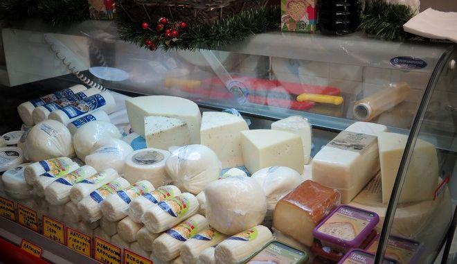 Ρόδος: Μοίρασαν σε άπορους τυρί με ημερομηνία λήξης από το 2009