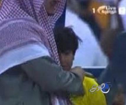 بالفيديو.. بكاء ابن رئيس النصر يثير سجالاً بين مشجعي الهلال والنصر