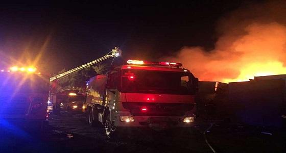 بالصور .. مدني جدة يخمد حريقا بمجموعة ورش دون تسجيل إصابات