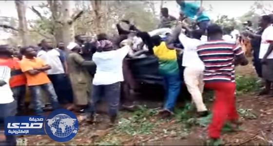 بالفيديو .. مقتل 18 شخص إثر سقوط شجرة عليهم جنوب غانا