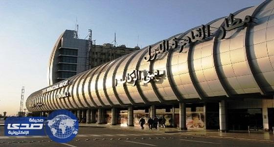 القبض على راكب بمطار القاهرة حاول تهريب 396 ألف جنيه و25 ألف ريال سعودي