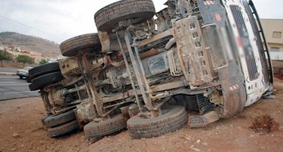 وفاة سائق إثر انقلاب شاحنة في الطائف