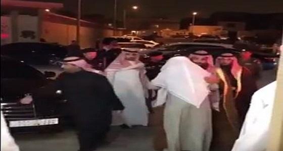 بالفيديو.. ولي العهد يقود سيارته خلال تأديته التعازي في ناصر المقيرن