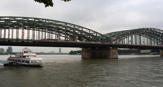 """إصابة 25 شخصا إثر اصطدام سفينة سويسرية بجسر في نهر """" الراين """""""