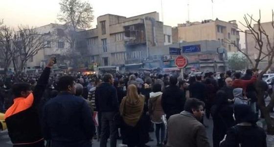 الداخلية الإيرانية تهدد بقمع الثورة.. والتلفزيون يؤكد: أجانب أطلقوا الرصاص على المتظاهرين