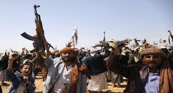 مليشيا الحوثي تفر من مواقع تحصينها تاركة أسلحتها في نهم