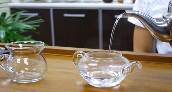 تناول كوب ماء دافيء كل صباح لصحة جيدة