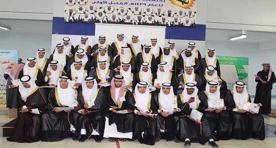 ثانوية الملك عبدالله في بيشة تكرم 36 طالبا خريجا بالفصل الدراسي الأول