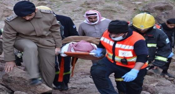 """الدفاع المدني يُحذر.. بعد سقوط مواطن إثر تسلقه جبل بـ """" حائل """""""