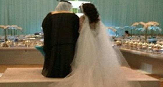 شاب يلقن عروسته درسا قاسيا ويفاجئها بضرة ليلة زفافهما في نفس الكوشة