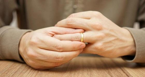 """زوجة كفيفة في دعوى خلع: """" استغل إعاقتي وخانني على فراش الزوجية """""""