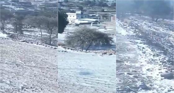 بالفيديو.. تساقط الثلوج على محافظة ميسان صباح اليوم