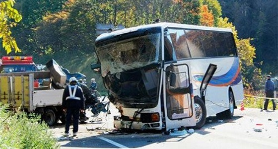 مصرع 3 إثر اصطدام حافلة باسطنبول