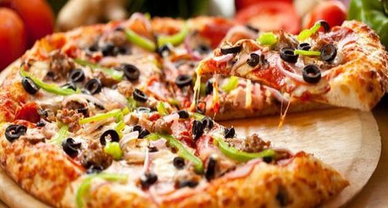 دراسة تؤكد أن البيتزا في الصباح أفضل من حبوب الفطور