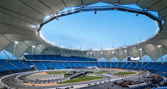بالفيديو.. المتسابقون بسباق الأبطال يرتدوا الزي السعودي ويشاركوا في أداء العرضة