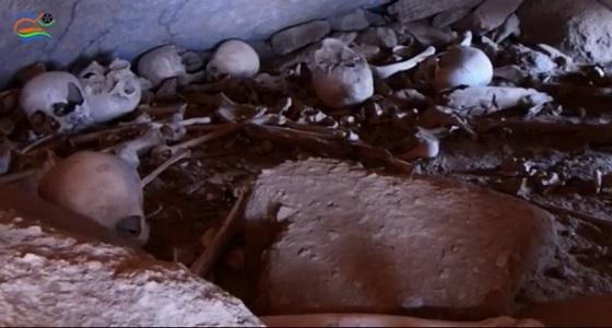 """بالفيديو..  هياكل عظمية وجماجم بـ """" مقبرة جماعية """" في جازان"""