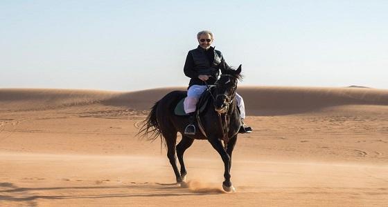 بالصور.. الوليد بن طلال مع أسرته في مخيم البر