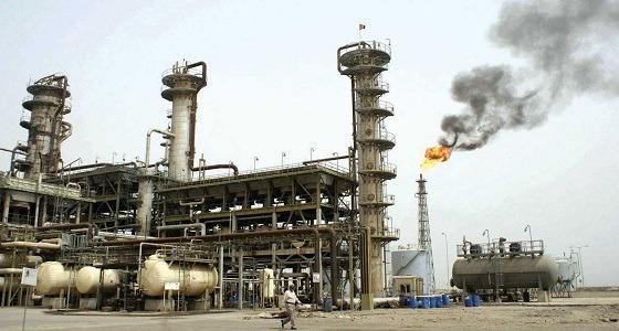 النفط يهبط لأدنى مستوى في شهر بفعل زيادة في المخزونات