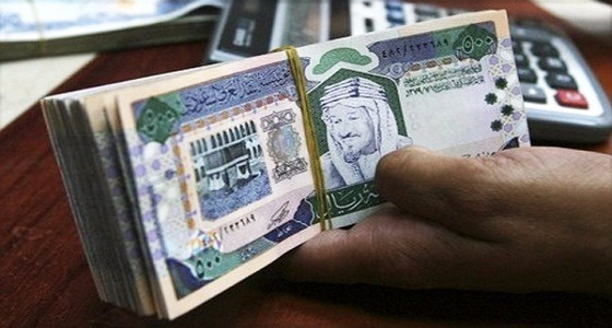 القبض على مقيم سرق 135 ألف ريال من عميل أحد البنوك بجدة