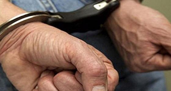 القبض على خمسيني قتل شابًا بسكين في جدة