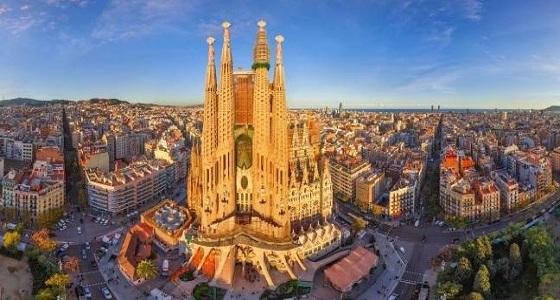 كتالونيون يتظاهرون لتأييد الوحدة مع إسبانيا والاتحاد الأوروبى