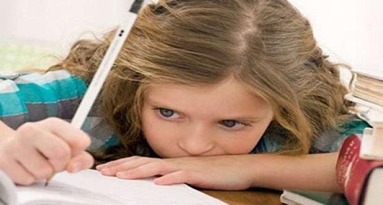 بالصورة: طفلة تكتب وصيتها الأخيرة عقب إصابتها بنزلة برد وتجذب المغردين